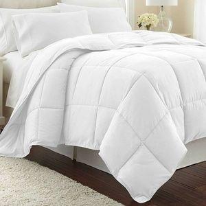 Lightweight Summer Down Alternative King Comforter